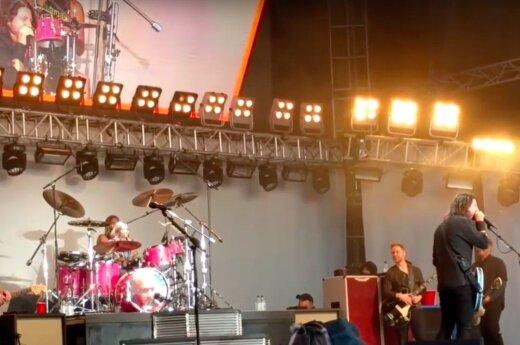 """""""Foo Fighters"""" koncerto akimirka"""
