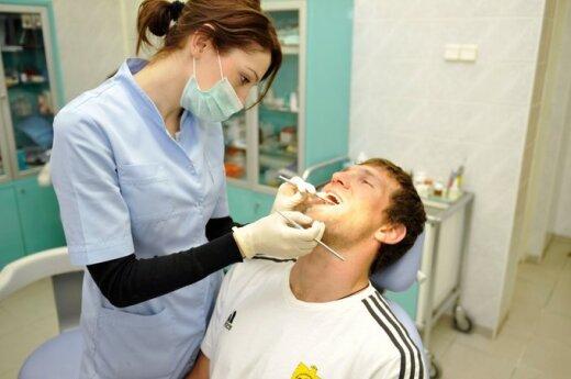 Jei dantį suskaudo savaitgalį, lauk nemalonumų