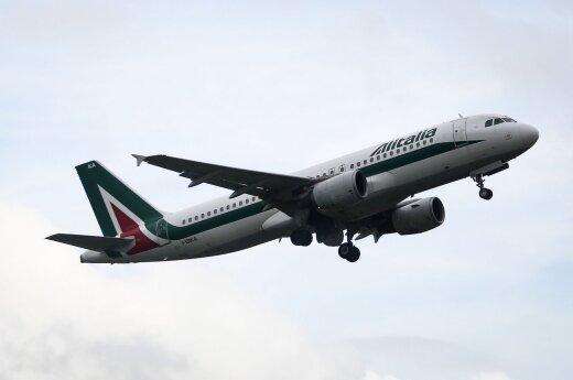 """Aviacijos bendrovės """"Alitalia"""" darbuotojai protestuos prieš planuojamus masinius atleidimus"""