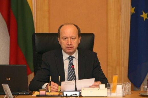 А.Кубилюс: власть прозевала погромы, но отставки не будет
