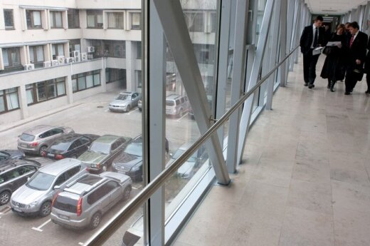 Uždraudus automobilių nuomą, sumažėjo parlamentinės veiklos išlaidos