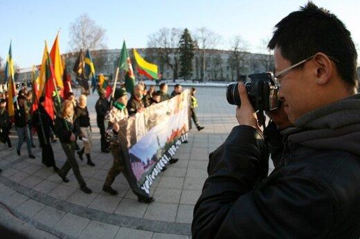 Националистам разрешили шествие на территории еврейского кладбища