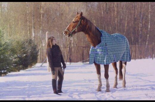 Kai draugystė įveikia visas kliūtis: graudi merginos ir žirgo istorija
