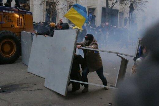 У здания администрации президента в Киеве - слезоточивый газ