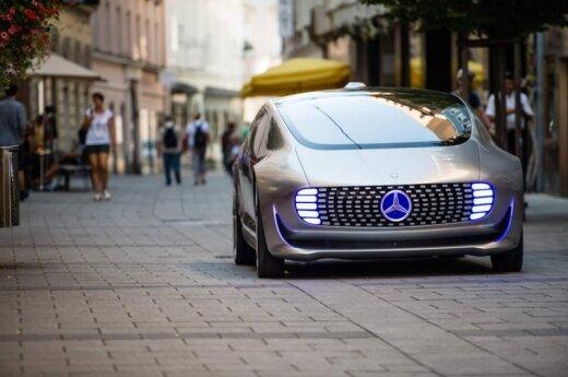 """Mercedes-Benz"" gamins keturis visiškai naujus automobilius"