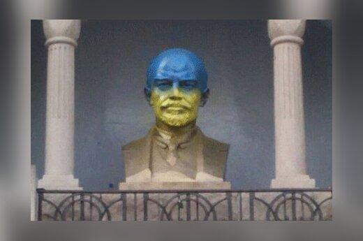 Бюст Ленина в Челябинске раскрасили в цвета украинского флага