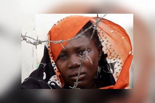 Sudanietė, gyvenanti perkeltųjų žmonių stovykloje