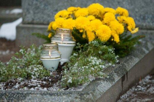 Vėlinės, laiduotuvės, kapas, kapinės, gėlės, žvakės
