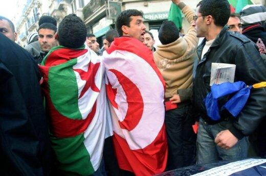 Алжир: оппозиция начала массово выходить на улицы
