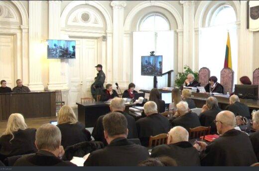 Обвинение: Язов создал организованную группу с целью вернуть Литву в СССР