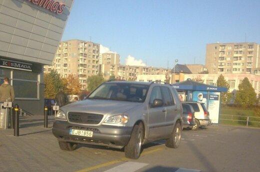 Parkavimas Vilniuje, Fabijoniškių g. 2A prie IKI, 2009-10-15, 16.45 val.