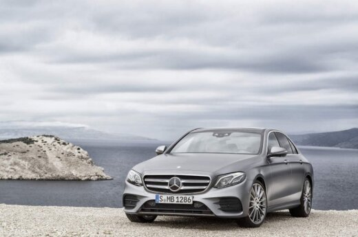 """Mercedes-Benz"" oficialiai pristatė E klasės modelį"