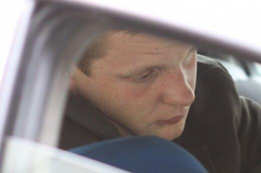 Увидев полицейских, пьяный водитель пытался поменяться местами с пассажиром