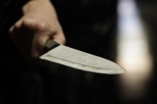 Отец ударил сына ножом в грудь