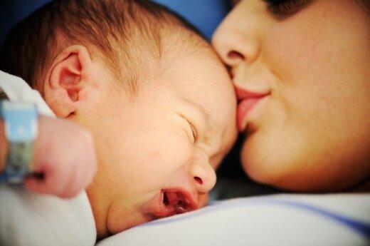 Košmarišką gimdymą prisimenanti moteris verkia iki šiol