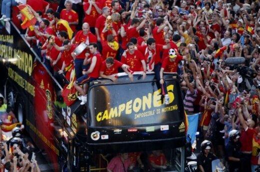 Испанских футболистов встретили дома как национальных героев