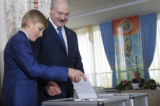 """В Беларуси """"под Колю"""" переносят начало учебного дня"""