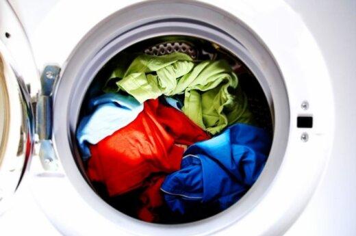 """Dauguma lietuvių vis dar pila skalbimo priemonės """"iš akies"""""""