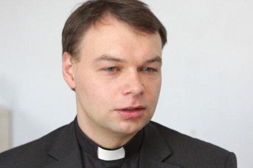 Buvęs Vilniaus kunigų seminarijos rektorius dėl moters meta kunigystę