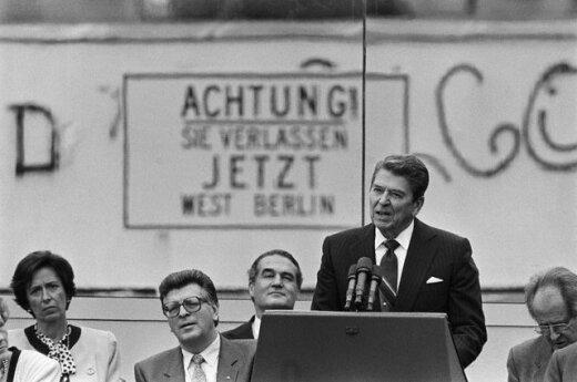 1987 m. JAV prezidentas R. Reaganas paragino Sovietų sąjungos vadovą M.Gorbačiovą nugriauti sieną