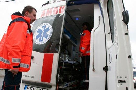 В Вильнюсе с третьего этажа прыгнул мужчина, в Клайпеде из окна выпала пожилая женщина