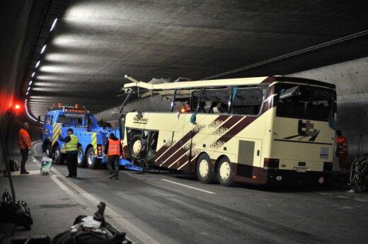 В Швейцарии в аварии автобуса погибли 28 человек, из них - 22 ребенка