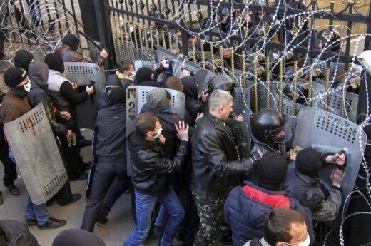 В Донецке вооруженные люди пытались захватить химзавод