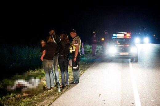 Под Вильнюсом автомобиль насмерть сбил голосовавшего на дороге молодого человека