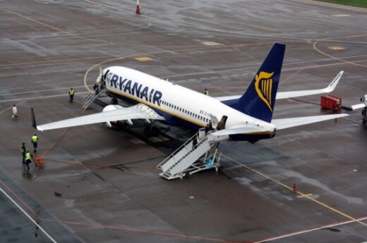 """""""Ryanair"""" lėktuvas Kauno oro uoste"""