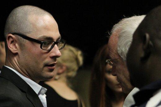 Oscaro Pistorius teismas. Kaltinamojo brolis ir tėvas