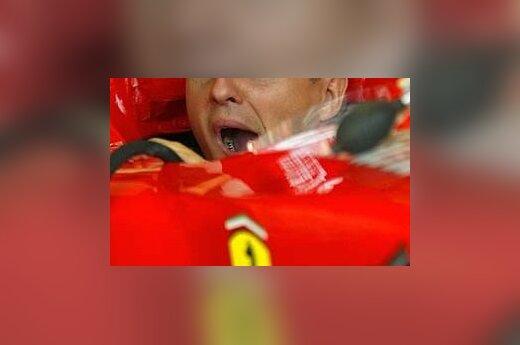 """Žiovaujantis Michaelis Šumacheris """"Formulės 1"""" varžybose San Marine/"""
