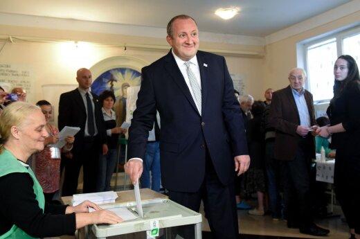 Georgian President Giorgi Margvelashvili votes