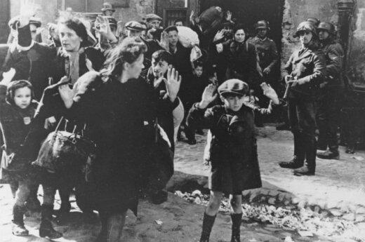 В память о погибших евреях зачитали их фамилии
