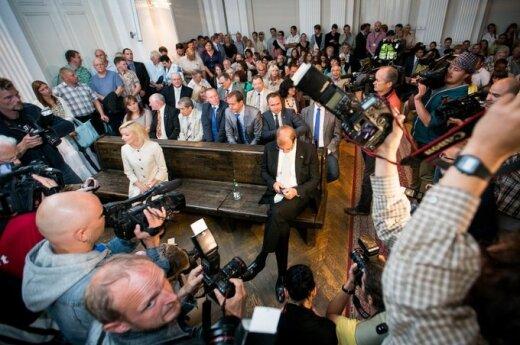 """""""Darbiečiai"""" pripažinti kaltais: V. Uspaskichas 4 m. sės į kalėjimą, V. Vonžutaitė kalės trumpiau"""