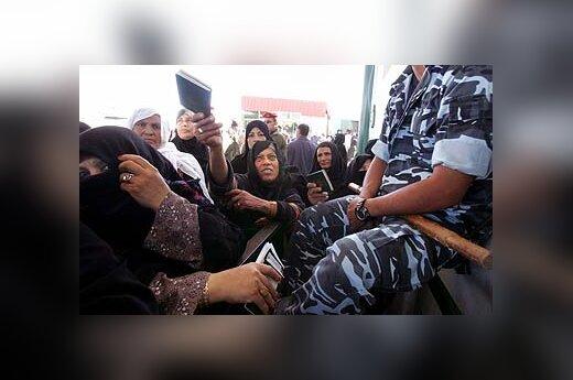 Palestinietės prie Rafaho pasienio perėjos