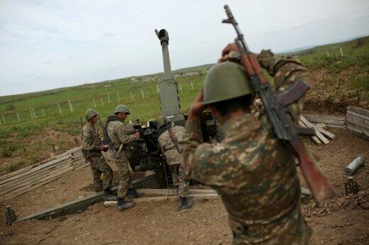 Азербайджан нанес удар по позициям армян в Карабахе