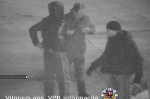 Полиция сняла на видео кражу телефона у пьяного мужчины