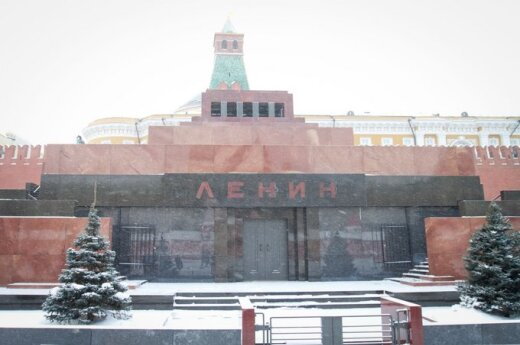 """""""Оживлявшие"""" Ленина святой водой активисты посажены на 10 суток"""