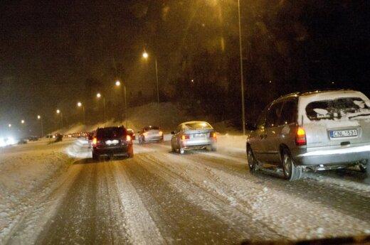 Na Litwie nadal zamieć i pada śnieg