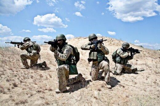 Afganistane armijos uniformą vilkintis asmuo nušovė NATO karį