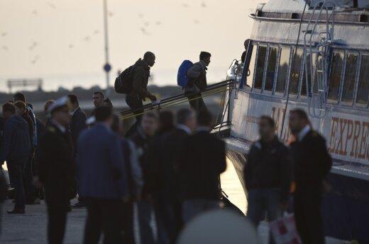 Греция отправила первую группу мигрантов в Турцию