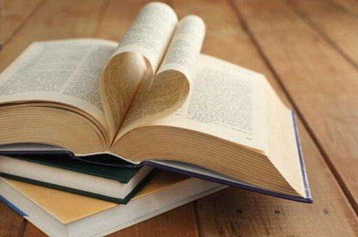"""Perskaičius R. Granausko knygą """"Šventųjų gyvenimai"""": apie šventuosius ir nešventuosius"""