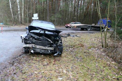 Persekiodami savo skriaudikus, sumuštieji Vilniaus pakraštyje pateko į avariją