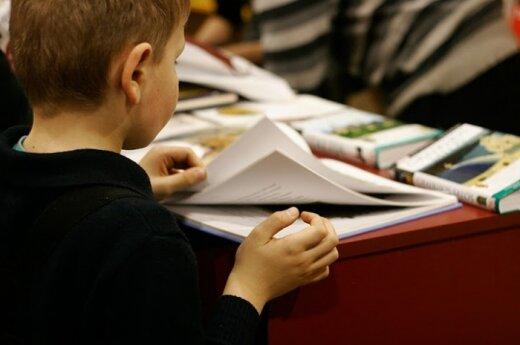 Небогатые семьи оставляют детей в библиотеке