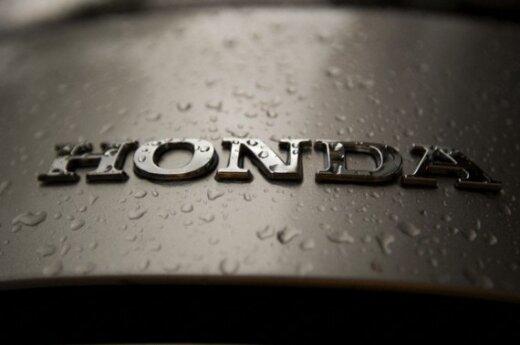 """""""Honda"""" keičia aplinkos neteršiančių mašinų vystymo strategiją"""