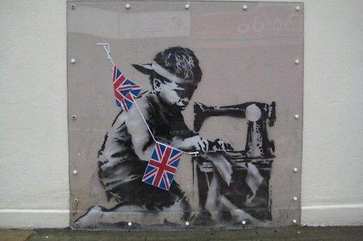 Англичане требуют вернуть граффити Бэнкси