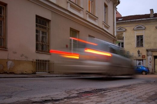 Vilniaus senamiestį nuo vairuotojų gins stulpeliais