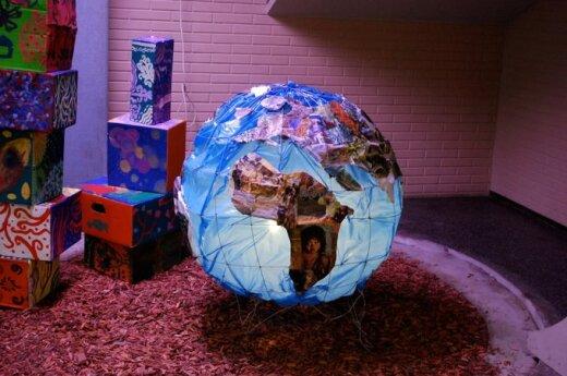 Латвия: в магазинах Maxima - глобусы с Крымом в составе России