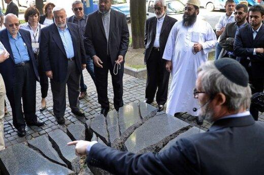 Мусульманским лидерам устроили поездку в Освенцим