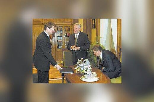 V.Adamkus, R.Paksas ir A.Paulauskas